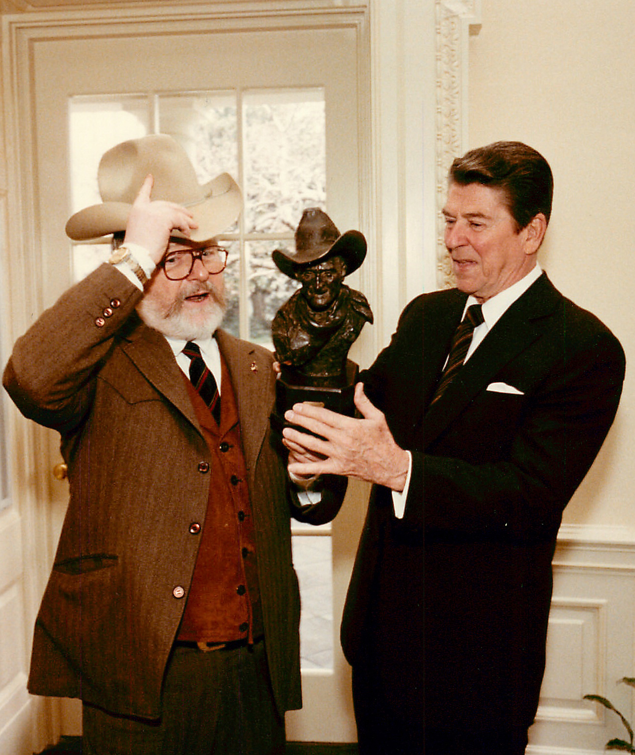 1982 Harry Jackson presenting President Reagan with Ol' Sabertooth sculpture in Oval Office
